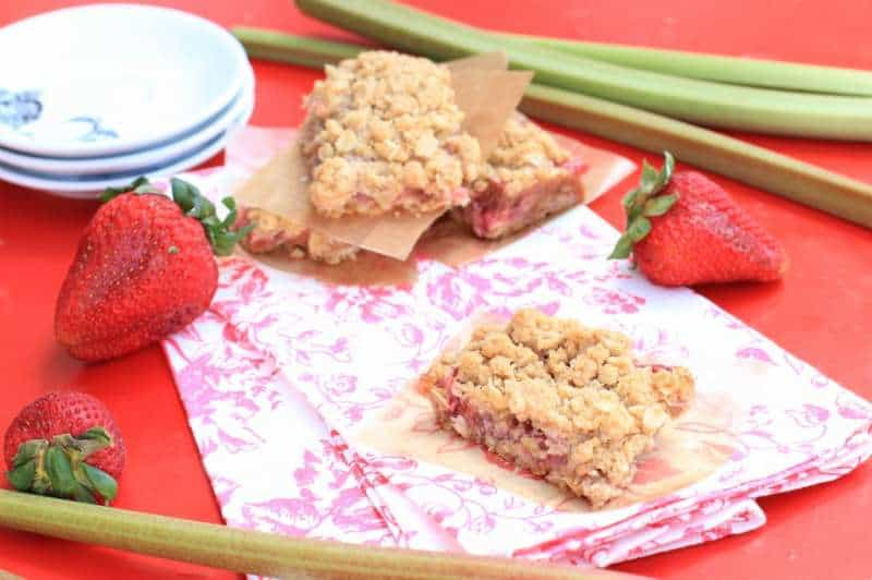 Pinic Perfect Strawberry Rhubarb Oat Bars