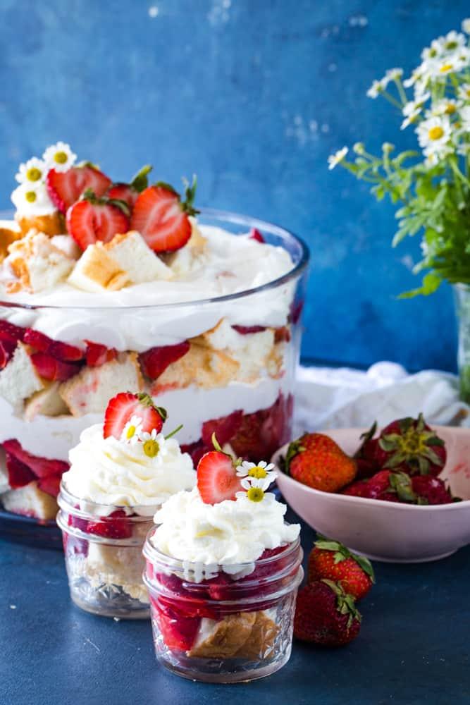 angel food cake strawberry shortcakes in a jar
