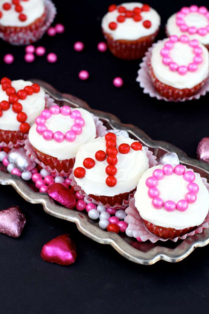 hugs and kisses cupcakes