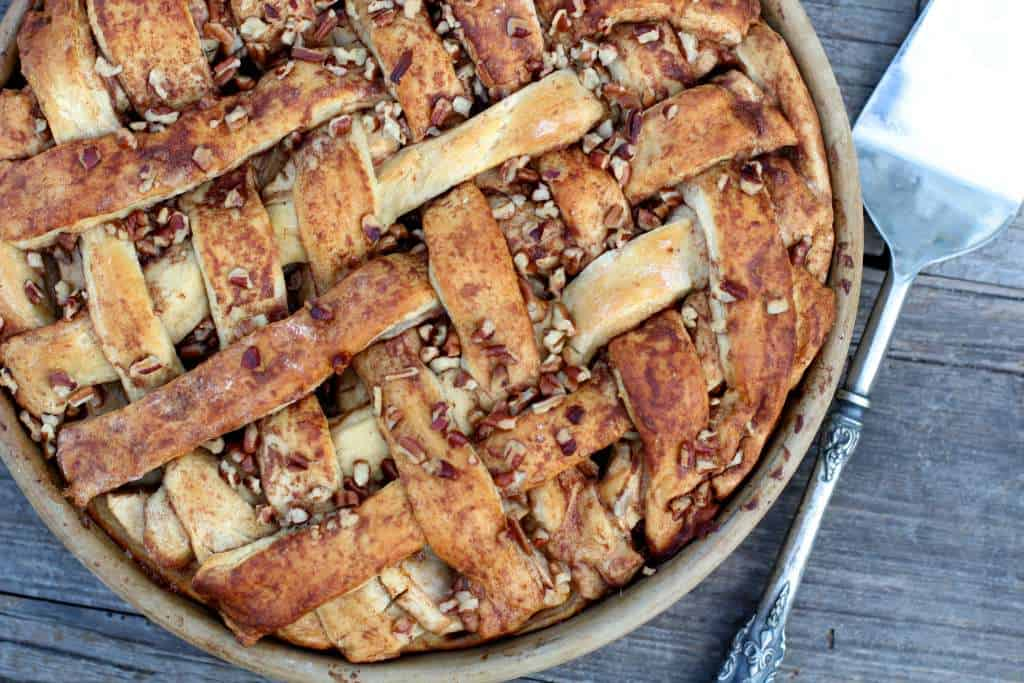 lattice cinnamon roll apple pie