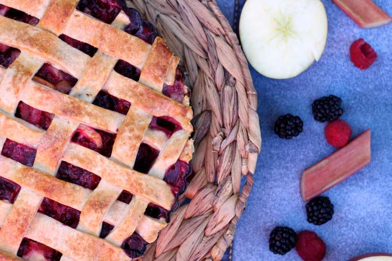 apple rhubarb berry pie 2