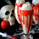 vampire apple pie milkshakes are like red candy apples meet apple pie a la mode! #smoothie #pie #halloween #spooky #halloweenfood #halloweentreats
