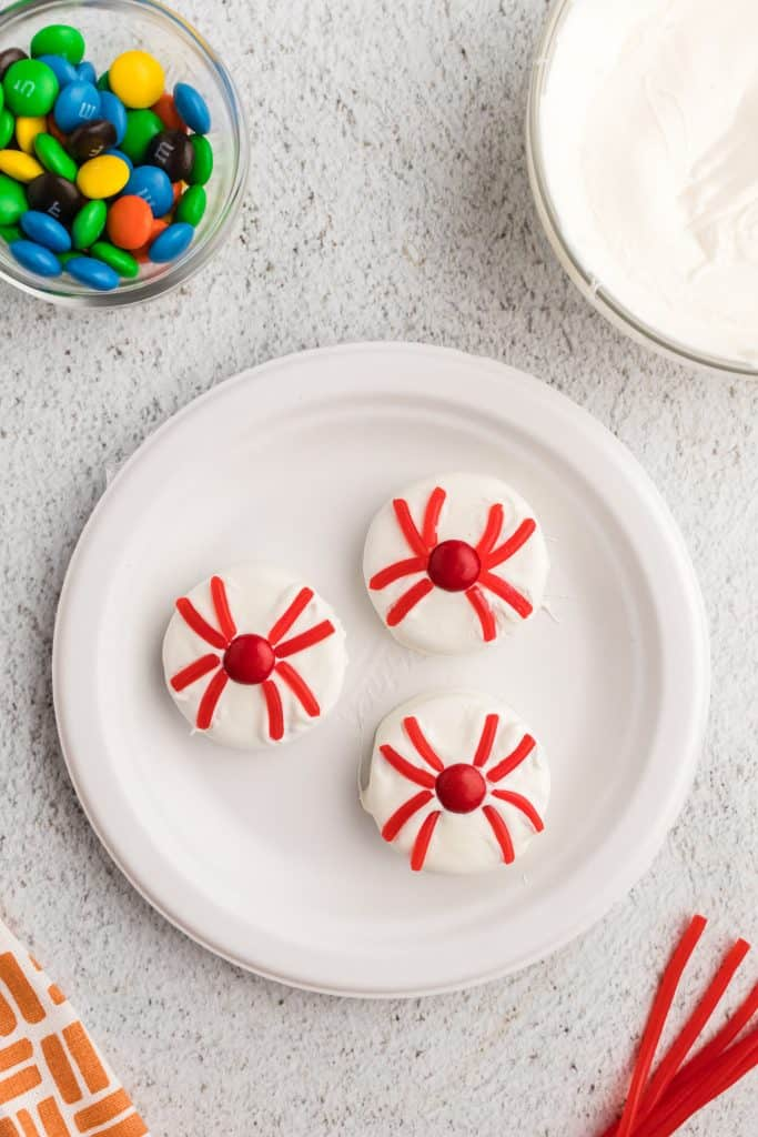 white plate of spider dipped Oreos