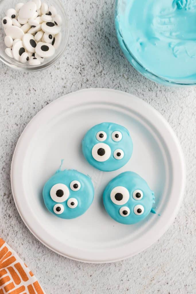 white plate with blue dipped Oreos and eyeballs