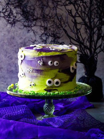 monster eye cake on green cake stand and grey background